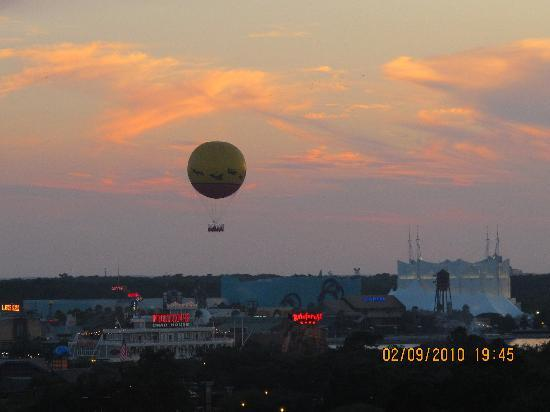 Holiday Inn Orlando – Disney Springs Area: View of Downtown Disney at night