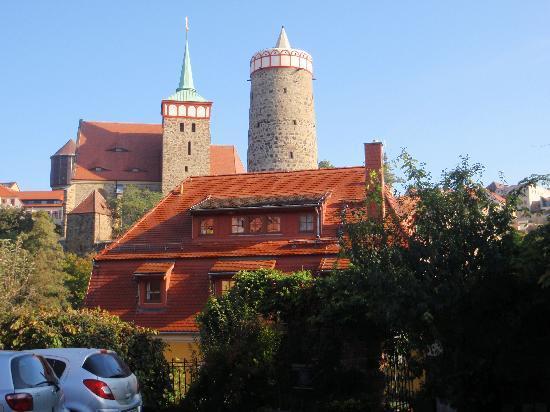 Alte Gerberei: Die Rückseite des Hotels mit Parkplatz