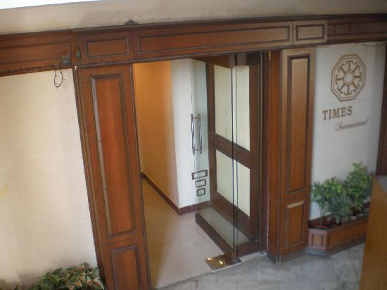 Hotel Times International: Entrance to Room area