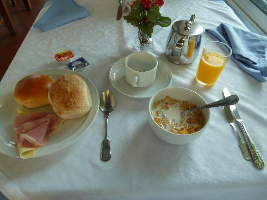 Residencial Melba: Freuhstueck
