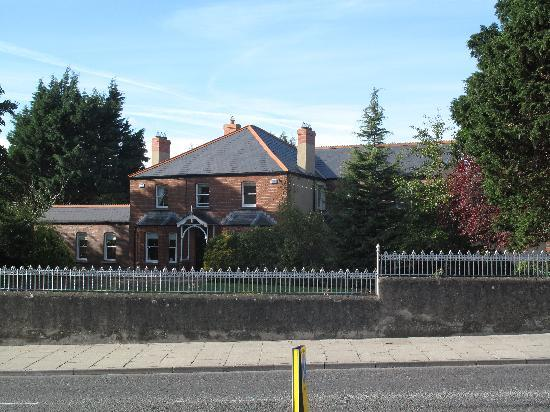 Windsor Lodge: Typical house in Drogheda, near the Lodge.