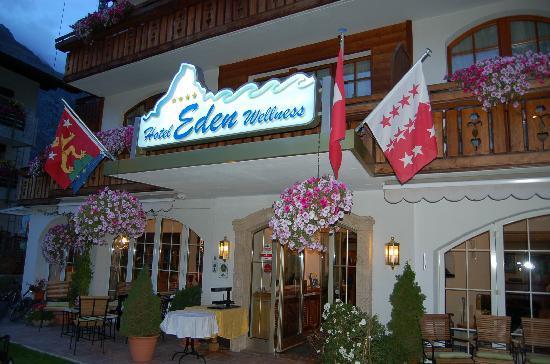 Hotel Eden Wellness: Devant l'entrée