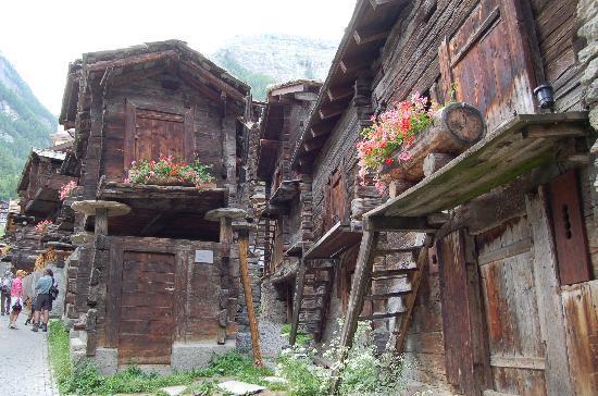 Hotel Eden Wellness: Le vieux Zermatt