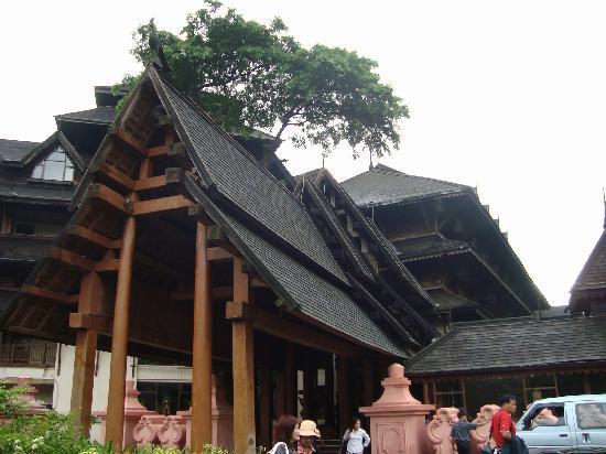 The Kandawgyi Palace Hotel: โรงแรมออกแบบให้เป็นรูปแบบราชวังโบราณของพม่า