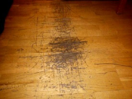 Scandic Hallandia: Märke i golv