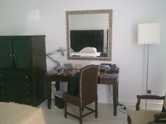 Grecian Bay Hotel : nice room