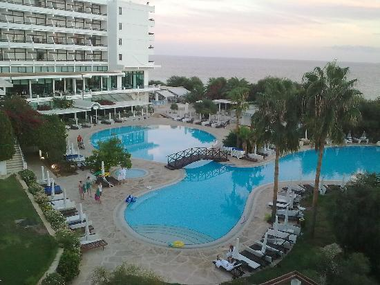 Grecian Bay Hotel : great pool