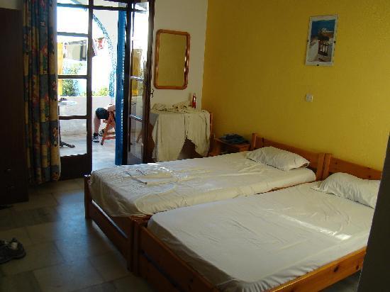 Agia Anna, Grécia: Habitación y balcón.