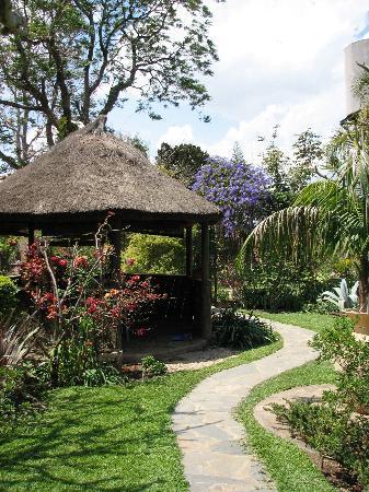 Wayside Guest House: gazebo