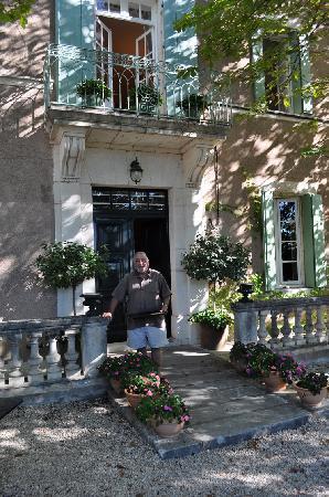 Les Marronniers : Johnny greets us at the front door