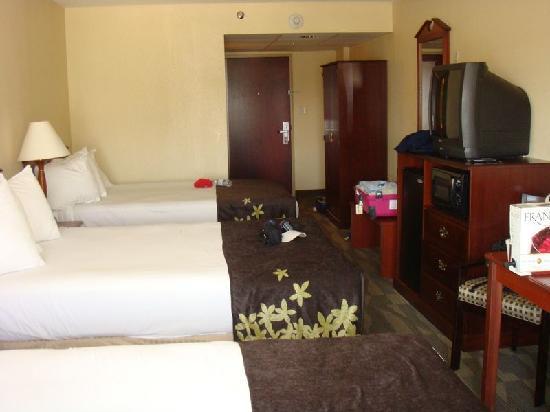Gold Leaf Hotel: Big rooms