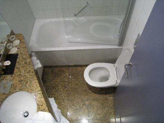 K+K Hotel Central: baño +qxs