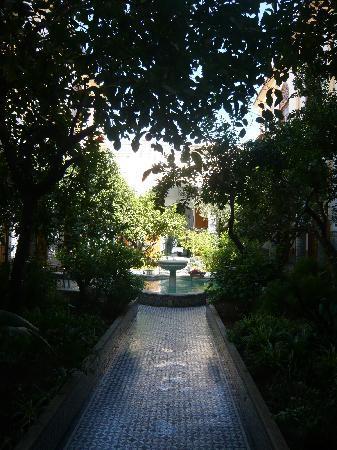 Palais Amani: Another courtyard pic