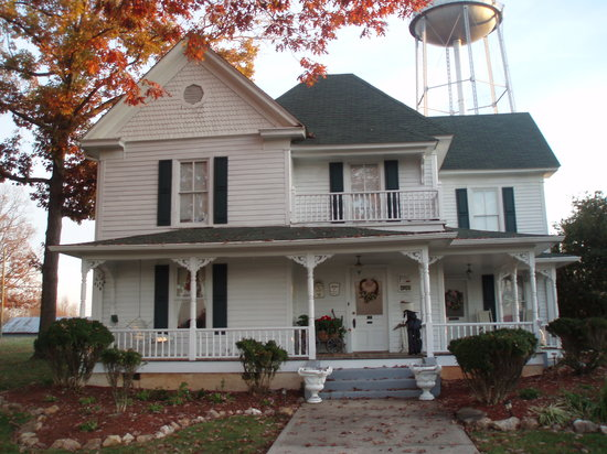 Dr. Flippin's Bed and Breakfast: Charming Exterior