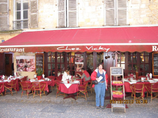 Chez Vicky : Outside seating