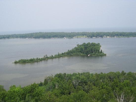 ‪‪Robertson's Cottages‬: View of Idlewild Island from Potawatomi State Park‬