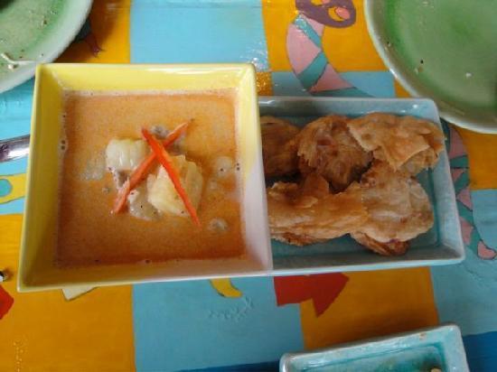 GITANO Restaurant & Love : Massaman curry with roti bread