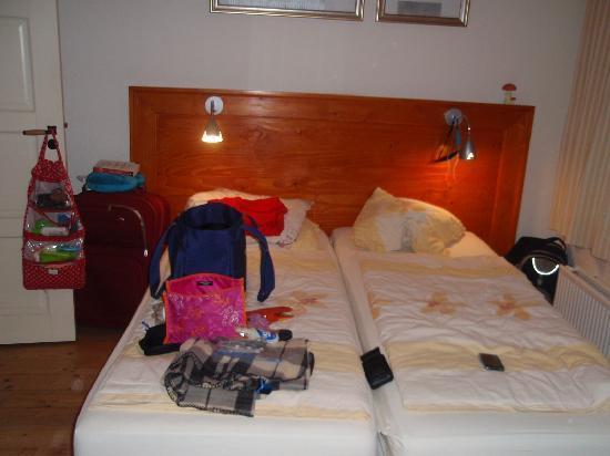 B&B Jordaan: Two twin beds.