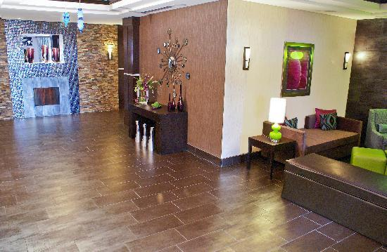 Holiday Inn Express Hotel & Suites Houston NW-Beltway 8-West Road: Our Modern Lobby