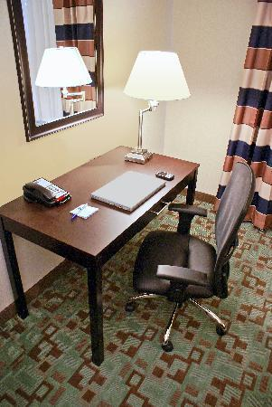 Holiday Inn Express Hotel & Suites Houston NW-Beltway 8-West Road: Plenty of space to work