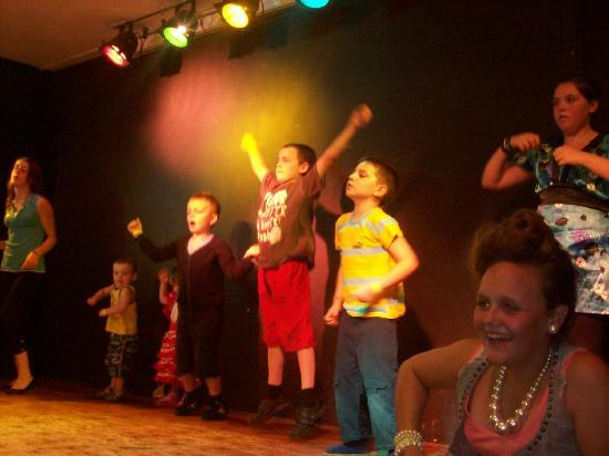 Globales Palmanova: my son dancing on stage at kids disco