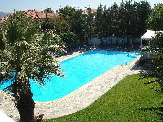 Hotel Konaki: Pool from room in Athena block