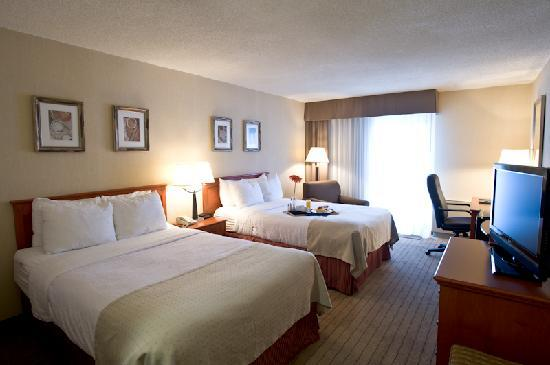 Holiday Inn Barrie Hotel & Conference Centre: Main hotel guest room