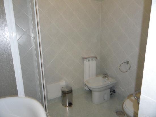Casa per Ferie Mater Mundi: The bathroom