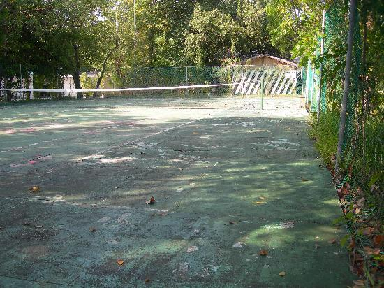 Giravaru Resort: tennis