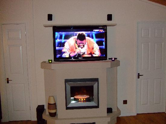 Loch Ness Highland Lodges : Fab TV in lounge