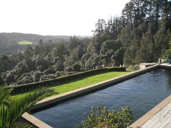 Ridge Country Retreat : Thermal heated infinity pool