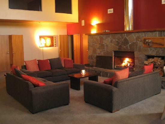 Ridge Country Retreat : Main house living room