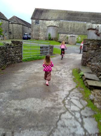 The Glynhir Estate: Entrance to the farmyard