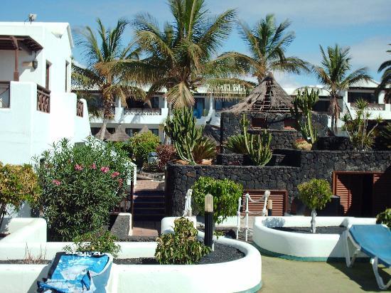 Apartamentos Kontiki Club: Terrace to Hotel