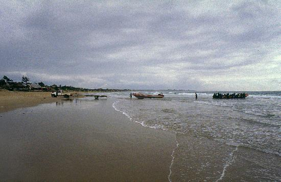Cafe No Mar: Launch of the diving rib at scuba mozambique