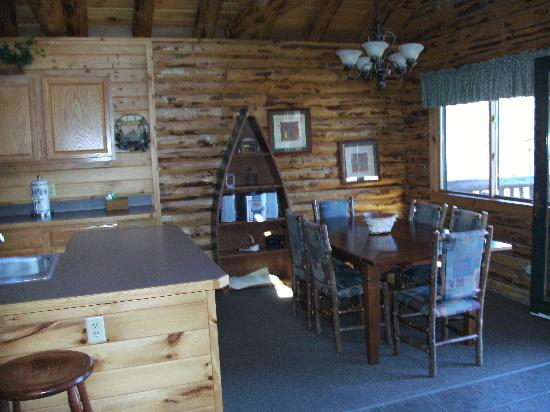 Lodges at Cresthaven: Kitchen Dinning Room