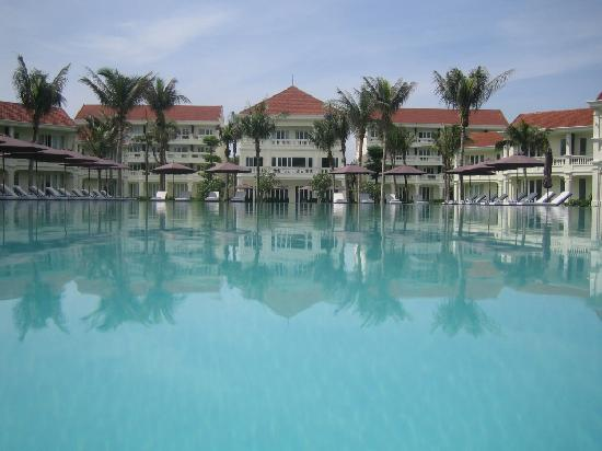 White sand beach picture of boutique hoi an resort hoi for Best boutique hotels hoi an