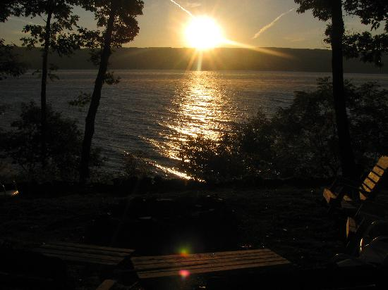 The Pearl of Seneca Lake B&B: Sunrise over Seneca Lake