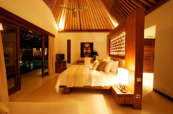 Villa Seriska Bali: Villa Seriska Master bedroom with ensuite garden bathroom