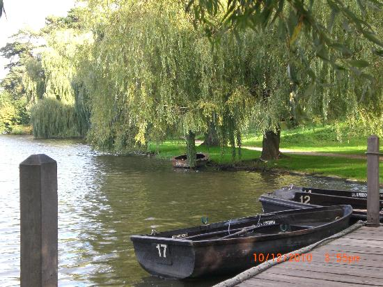 Hever, UK: By the lake