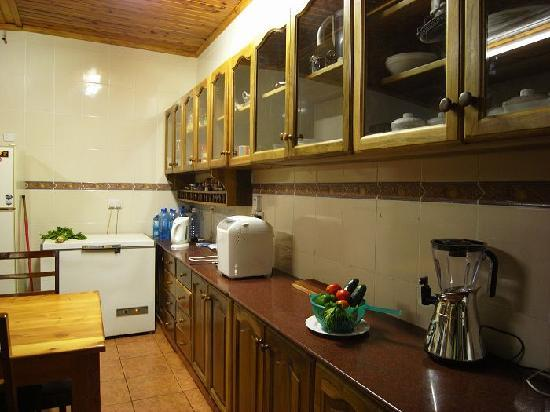 Safariland Cottages: kitchen