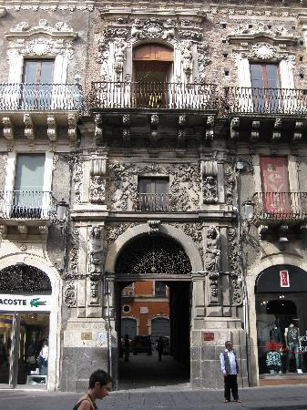 San Demetrio Hotel: This is the front of the hotel