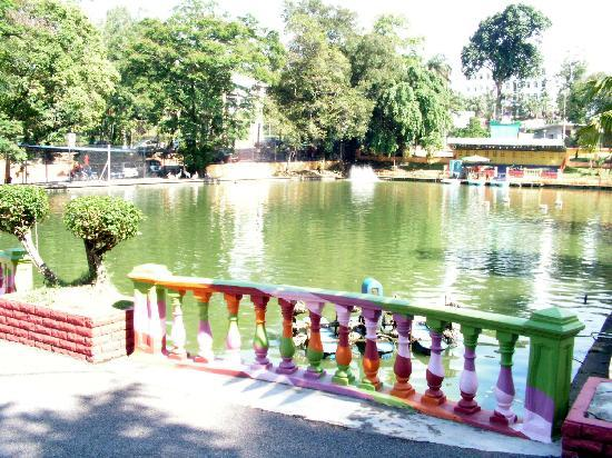Johor Zoo: Lake by the entrance for water activities.