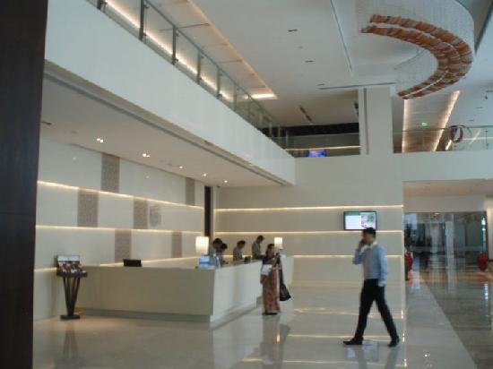 Holiday Inn Mumbai International Airport: Reception / Front Desk