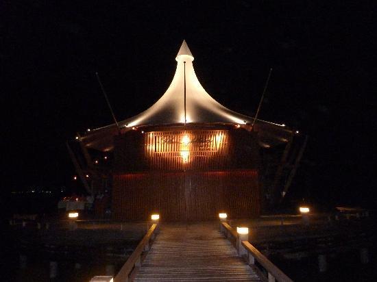 Baros Maldives: The Lighthouse Lounge & Restaurant - amazing!