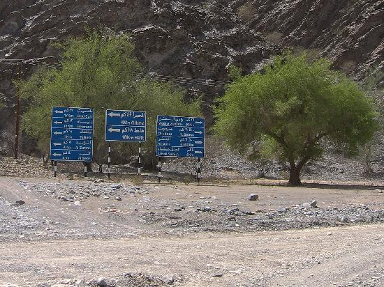 Oman: signs in the middle of nowhere
