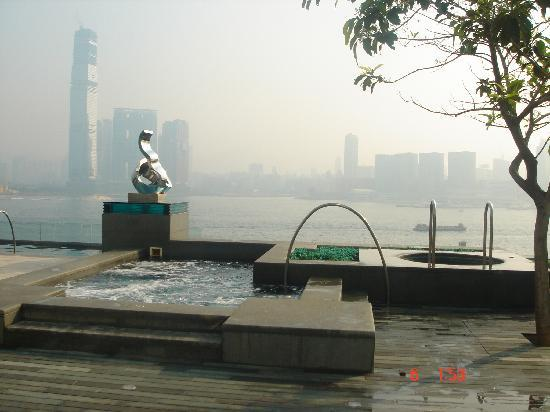 Four Seasons Hotel Hong Kong: Jacuzzi exterior