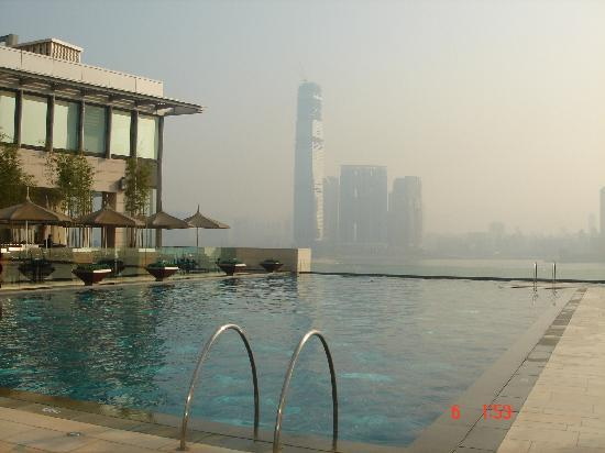 Four Seasons Hotel Hong Kong: La piscina