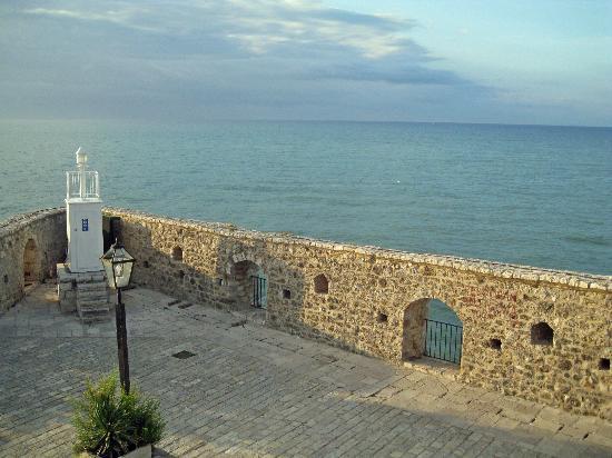 Ulcinj, Montenegro: Vue depuis la fenêtre de la chambre