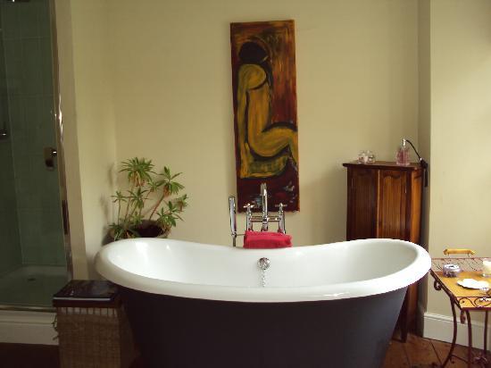 South Penarth B&B: master bathroom